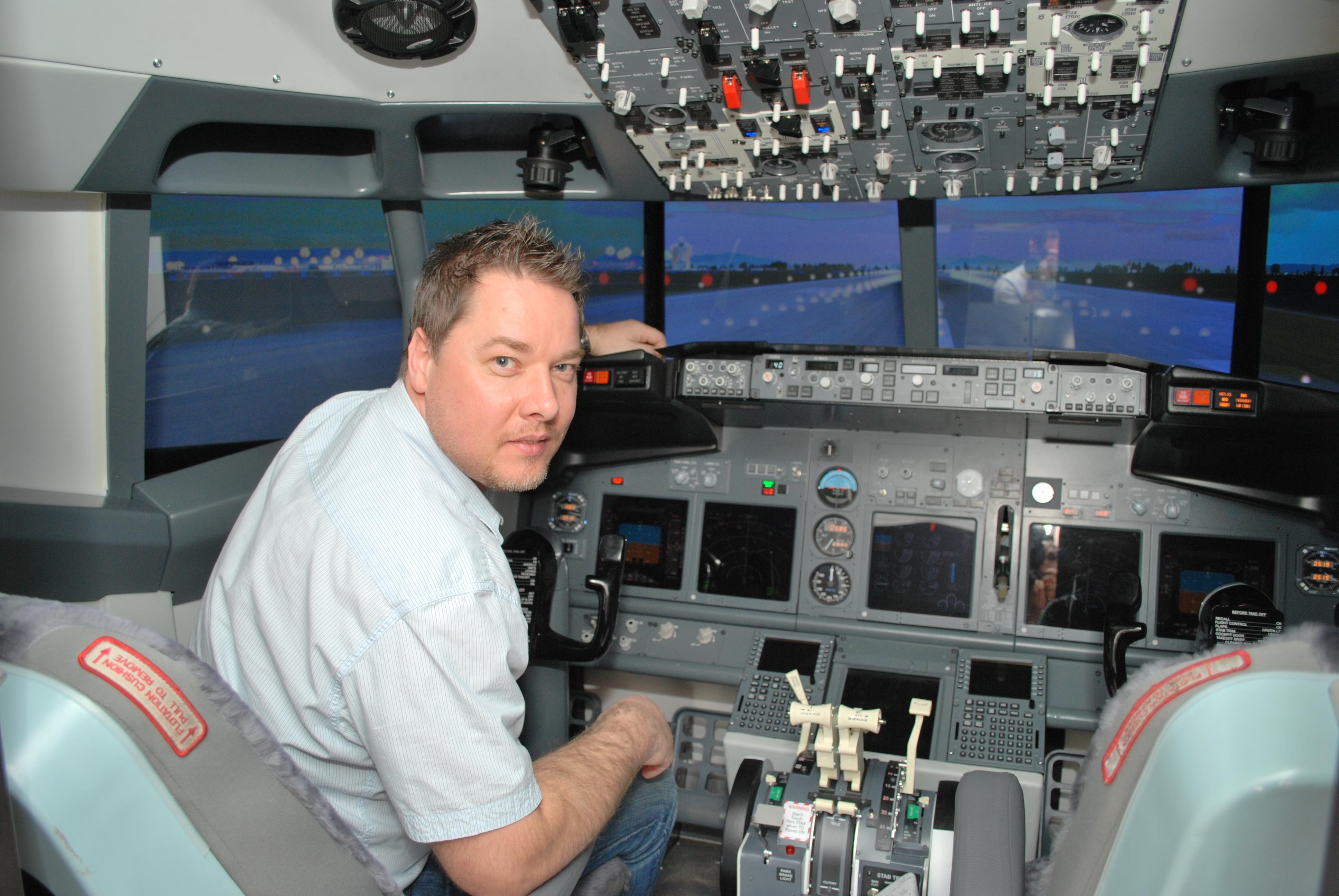 Boeing 737 NG cockpit simulator